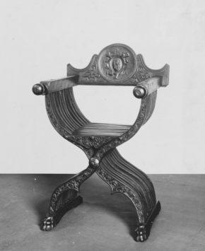7193-1860, folding 'savanorola' chair, walnut, Italy, ca. 1550. © V&A Museum