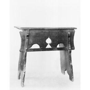 W.95-1921, stool, England, 1480-1520. © V&A Museum
