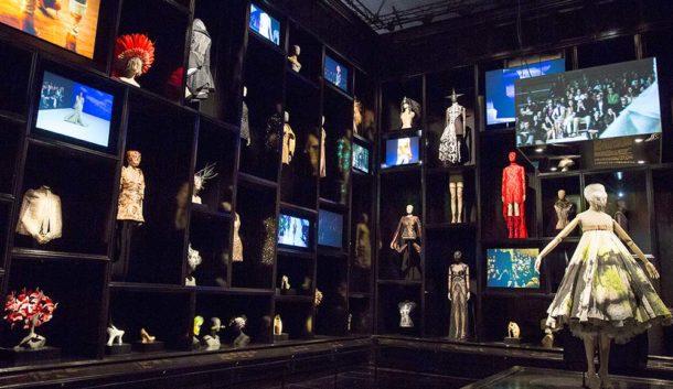 Alexander McQueen: Savage Beauty, exhibition, cabinet of curiosities