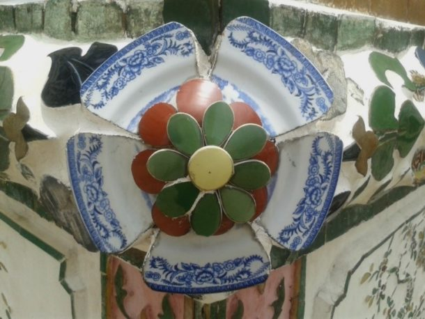 Fig. 8 Ceramic fragments with floral motifs, Wat Arun, Bangkok © Sau Fong Chan