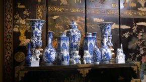 Photo of Chinese porcelain on a Japanese cabinet