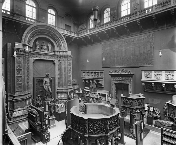 V&A Italian Cast Court, Gallery 46B, December 1920. © Victoria and Albert Museum, London