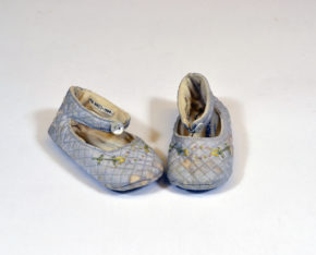 "MISC.605:1-1984; MISC.605:2-1984 Pair of baby slippers Paid of pale blue quilted slippers. Inserted card in one slipper inscribed ""Greetings to Mummy (to be) from Daddy (to be)"". British 1938 Chilprufe Ltd. British 1938 Rayon, cotton, silk, Pair of baby slippers Paid of pale blue quilted slippers. Inserted card in one slipper inscribed ""Greetings to Mummy (to be) from Daddy (to be)"". British 1938 Chilprufe Ltd. British 1938 Rayon, cotton, silk,"
