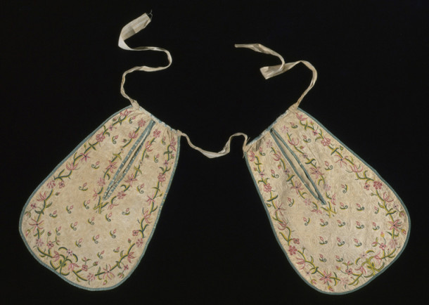 Pockets, England, 1700-1725, V&A: T.281&A-1910. Photograph © Victoria and Albert Museum, London