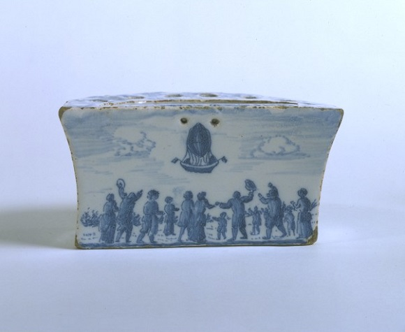 Bough pot decorated with view of a ballooning scene, tin-glazed earthenware, English (London) or possibly French, ca.1785–90. Museum no.CIRC.41-1963 © Victoria and Albert Museum, London