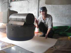 Mr Jang, Regional Treasure for paper making in Seoul