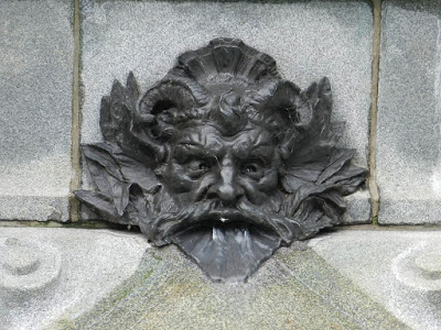 Mascaron on the Maisonneuve Monument in Place d'Armes, Montreal. Photograph from http://cocoduc.blogspot.co.uk/2013/08/bienvenue.html