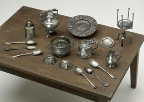 Some of the contents from W.42-1922. (C) Victoria and Albert Museum, London