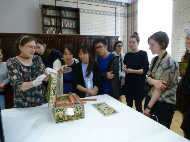 Sarah Westbury showing her favourite casket to an engrossed crowd of students © Victoria and Albert Museum, London