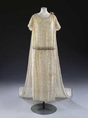 Debenhan & Freebody wedding dress, 1926 © V&A Collection