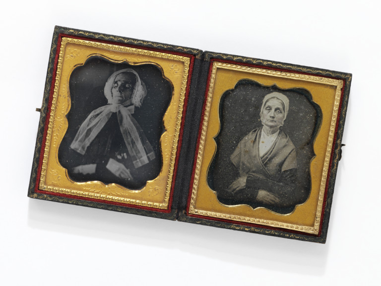 Daguerreotype of an elderly woman, alive, and dead, unknown photographer, ca. 1845-1855. Museum number E.642-2014 ©Victoria and Albert Museum, London