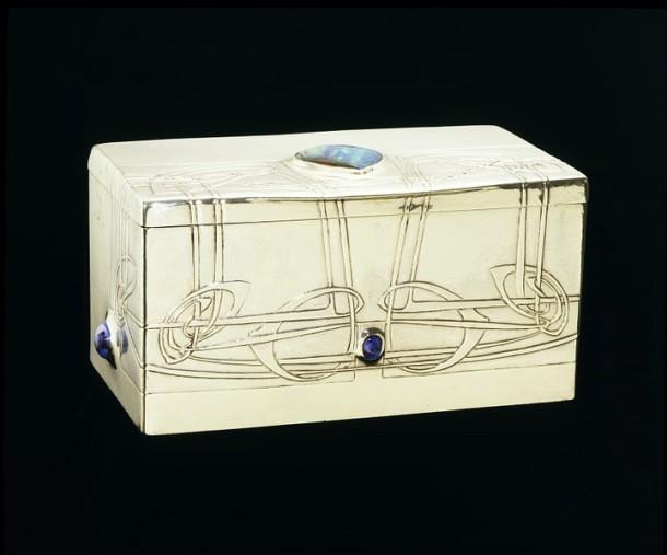Cigarette box, made by Archibald Knox, made in Birmingham, UK, 1903-4. M.15-1970 Victoria & Albert Museum, London.
