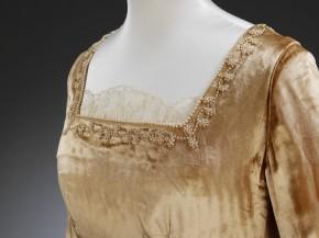 Bust line of velvet wedding dress, 1927 © V&A Collection