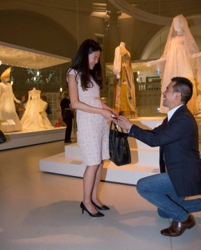 Jonathan proposes to Sunhye at the exhibition © V&A Collection