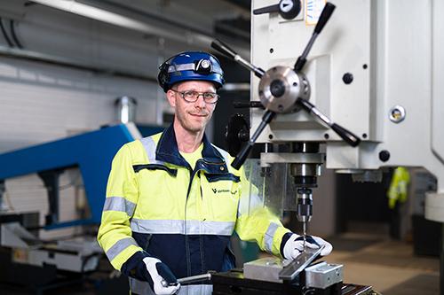 Amir Näveri, ennakkohuoltoasentaja Vantaan Energian jätevoimalassa