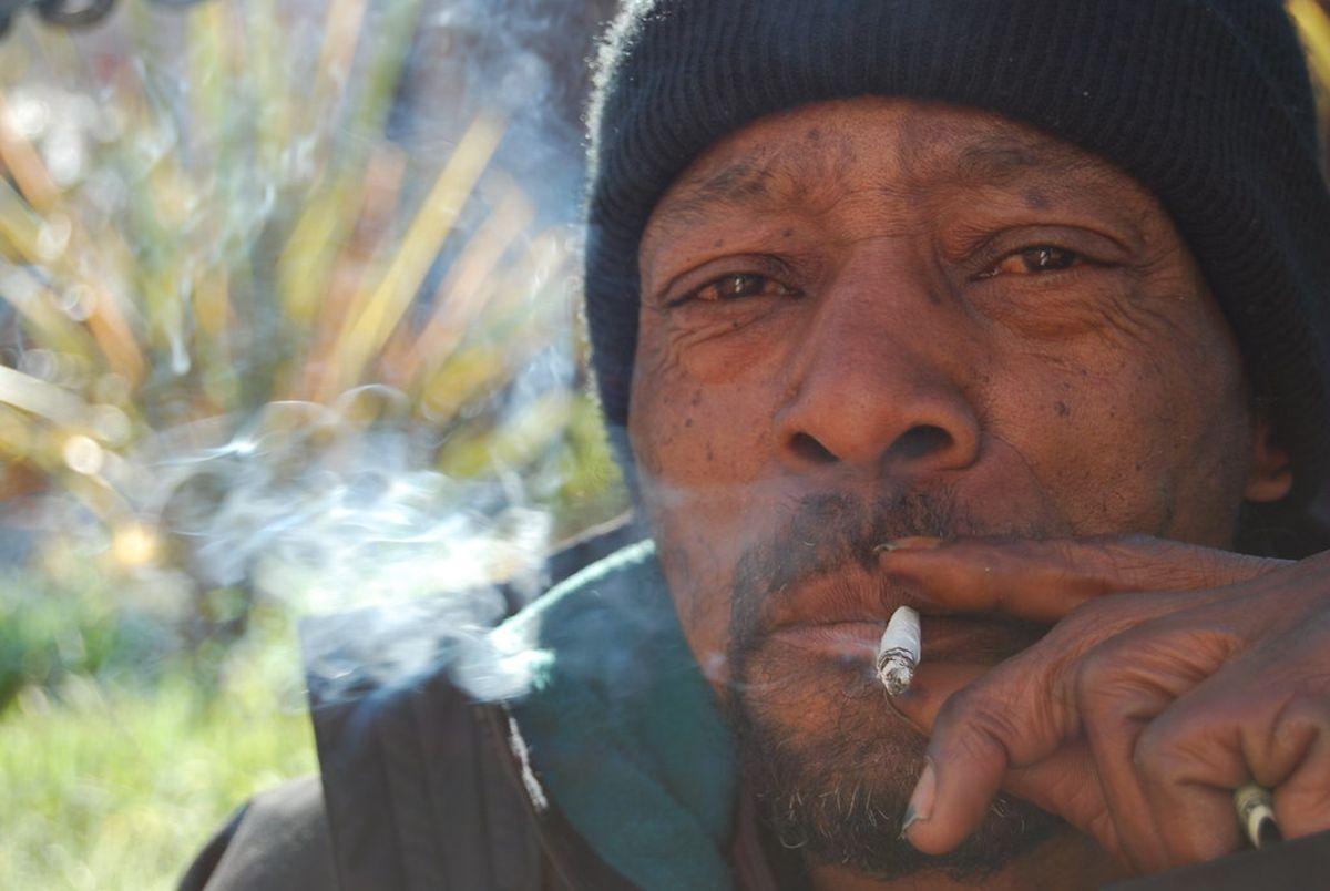 La vape ambitionne de faire quitter les fumeurs. Mais force est de constater qu'elle manque sa cible principale, les pauvres.