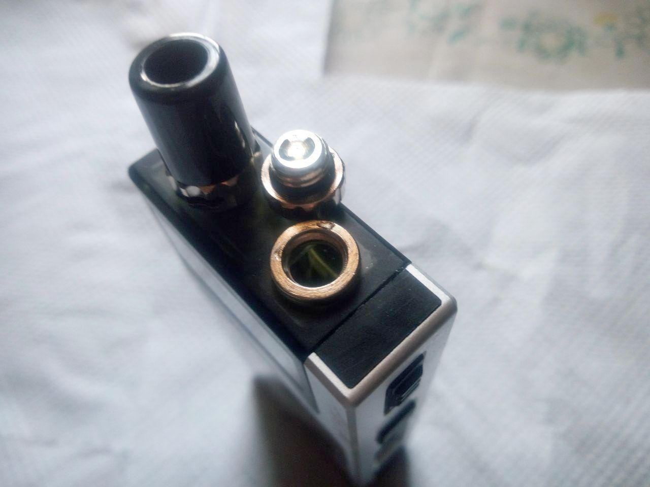 Le kit AIO Q-Ultra de Lost Vape nous propose un kit qui est à la fois complet, pratique à utiliser et suffisamment polyvalent avec son RBA.