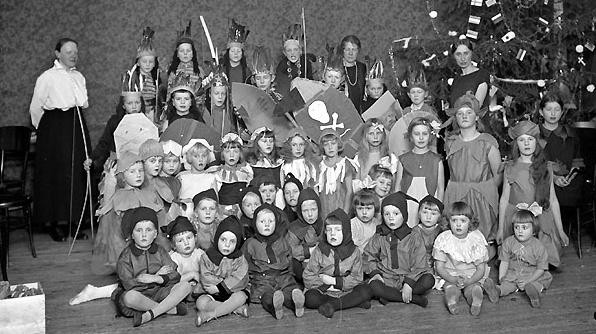 Pikkujoulujen vaiettu historia – mitä puuromantelin löytämisestä oikeasti seuraakaan?
