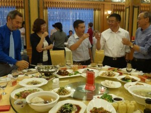 Gambei brindis tradicional chino con baijiu