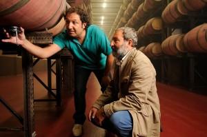 Angel Anocibar y Pascal Delbeck en la sala de barrica