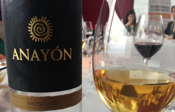 Presentación productos de Aragón: vino Anayón moscatel
