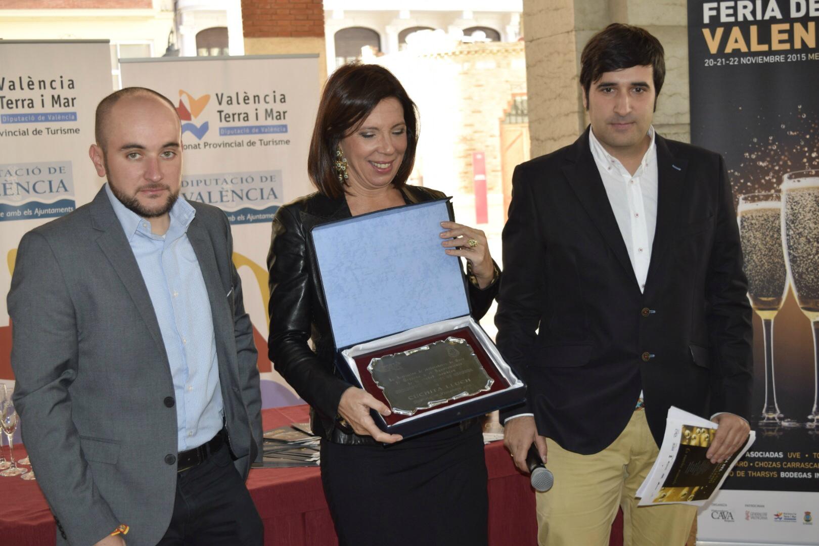 Cuchita recibe el título de embajadora del cava valenciano 2015