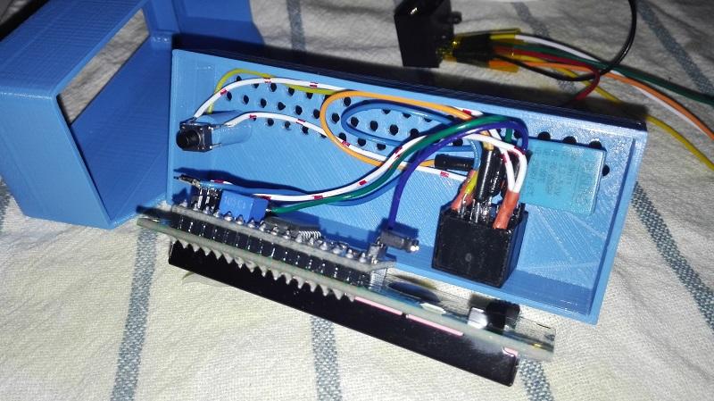 La conexión con el display es a través de un cable de red rj45