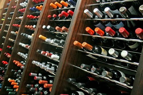 Resultado de imagen para anaquel de vinos