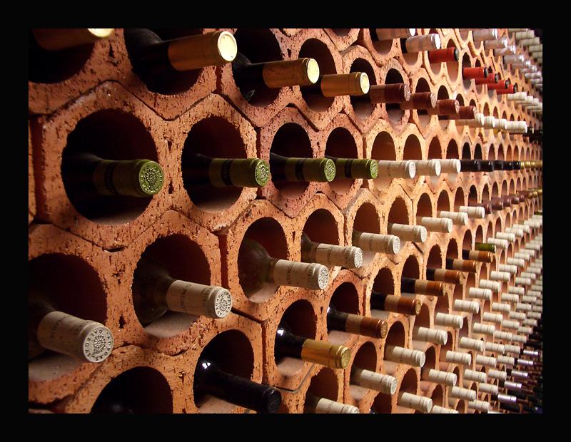 C mo conservar el vino en casa de la mejor forma - Muebles para poner botellas de vino ...