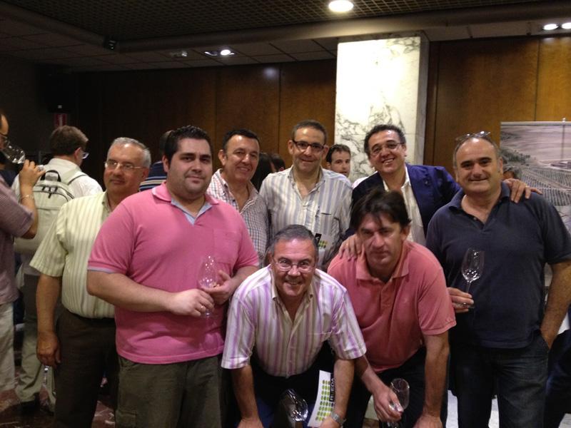 Jose Contreras y miembros de La Vida Grata