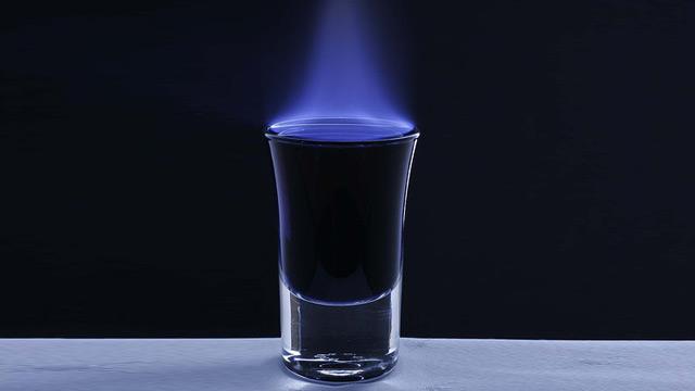 Cóctel flambeado