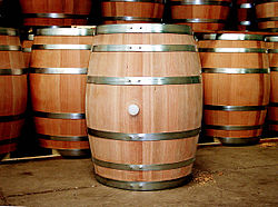 Envases de cerveza lata botella de cristal barrilete for Barriles de madera bar