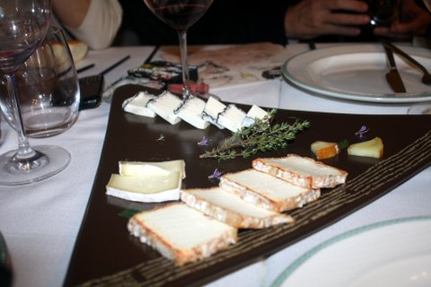 Soberbia tabla de quesos de Cantagrullas