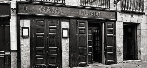 Restaurante_Casa_Lucio_Fachada_BN