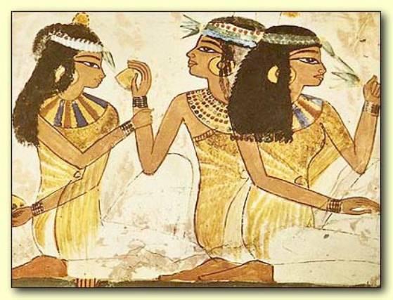 Mujeres egipcias fabricando cerveza