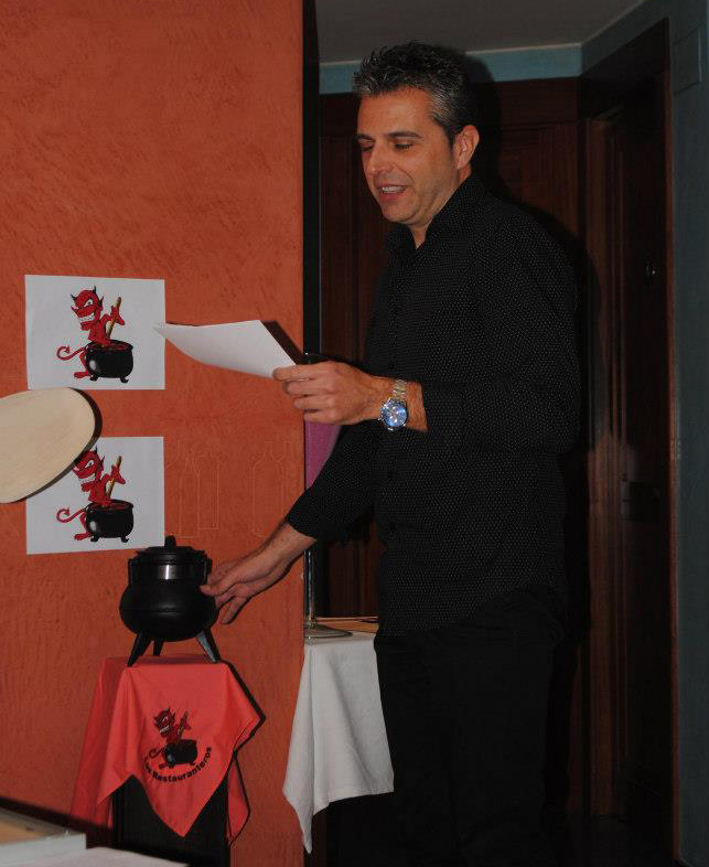 Fer_Juramento_Socio_Peña_Gastronómica_Los_Restauranteros_Can_Roca_BloG-M_Aurelio_Gómez-Miranda