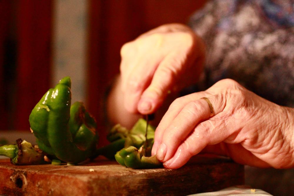 Pelando pimientos