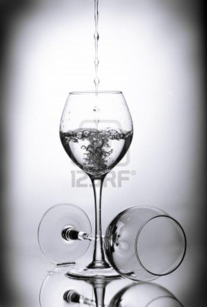 C mo limpiar y secar copas de vino - Como limpiar los cristales para que queden perfectos ...