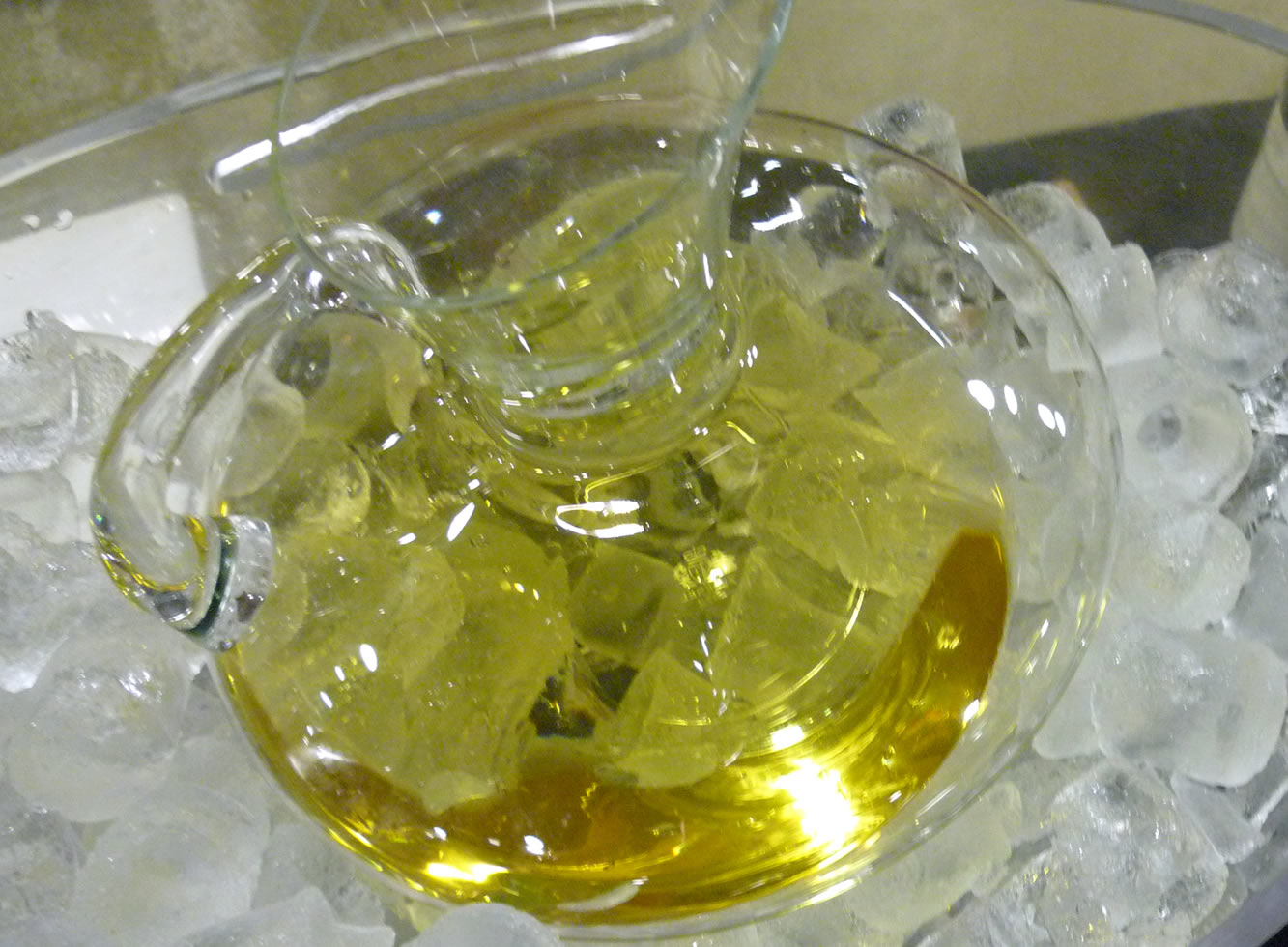vino blanco jarra