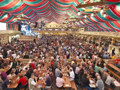 Cannstatter Wasen en Stuttgart, Alemania, festival de cerveza