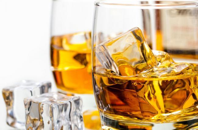 Copa de Whisky con hielo