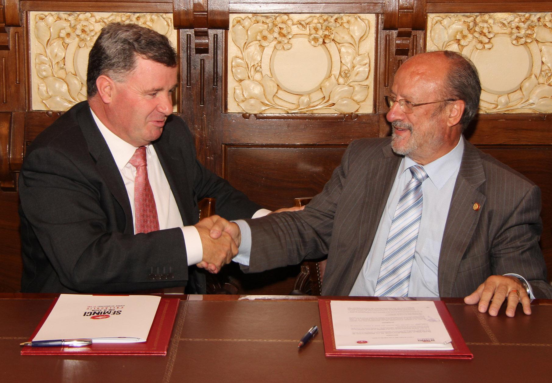 firma del acuerdo de colaboración entre ribera del cuero y SEMINCI
