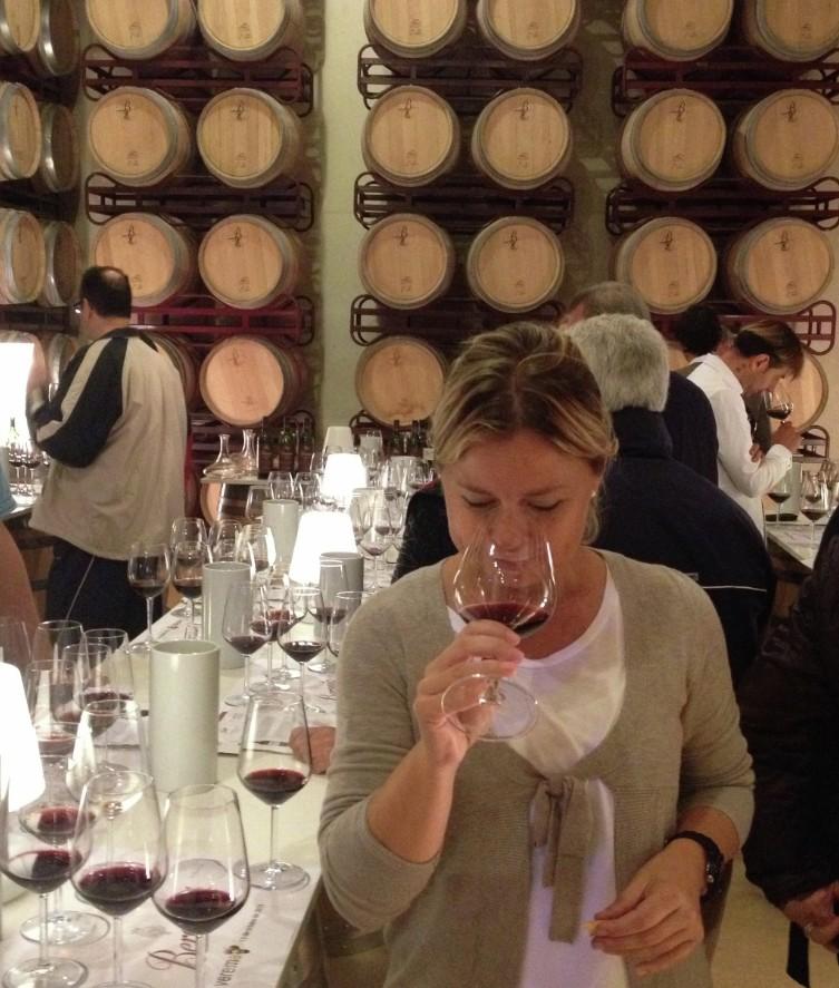 Disfrutando de los vinos de la cata vertical de Beronia