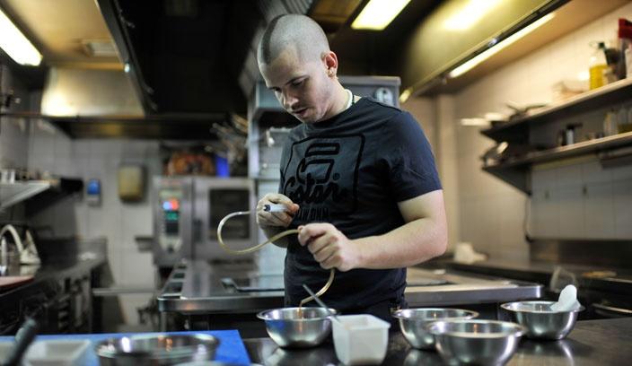 David Muñoz en la cocina de DiverXO