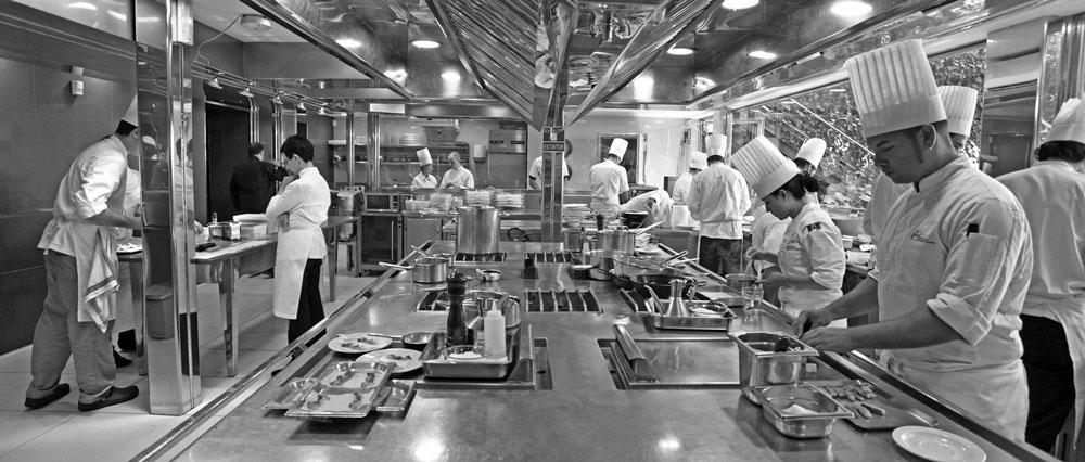 Panoramica de la cocina del restaurante Sant Pau