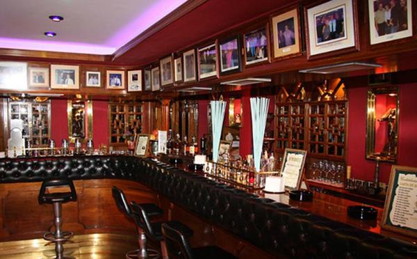 Interior de la Coctelería Dickens, San Sebastián