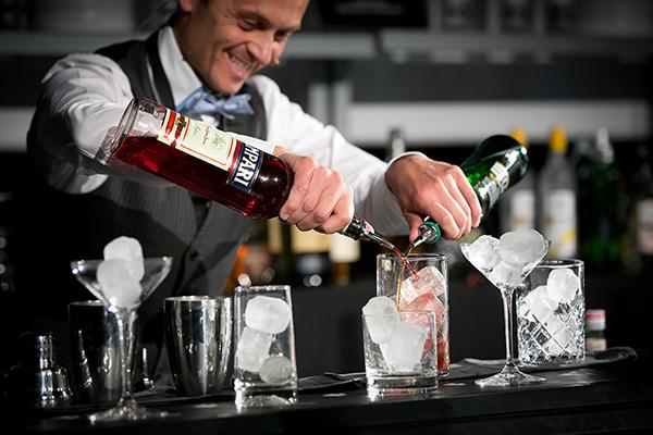 David Rios, barman y dueño del Jigger Cocktail Bar, Bilbao