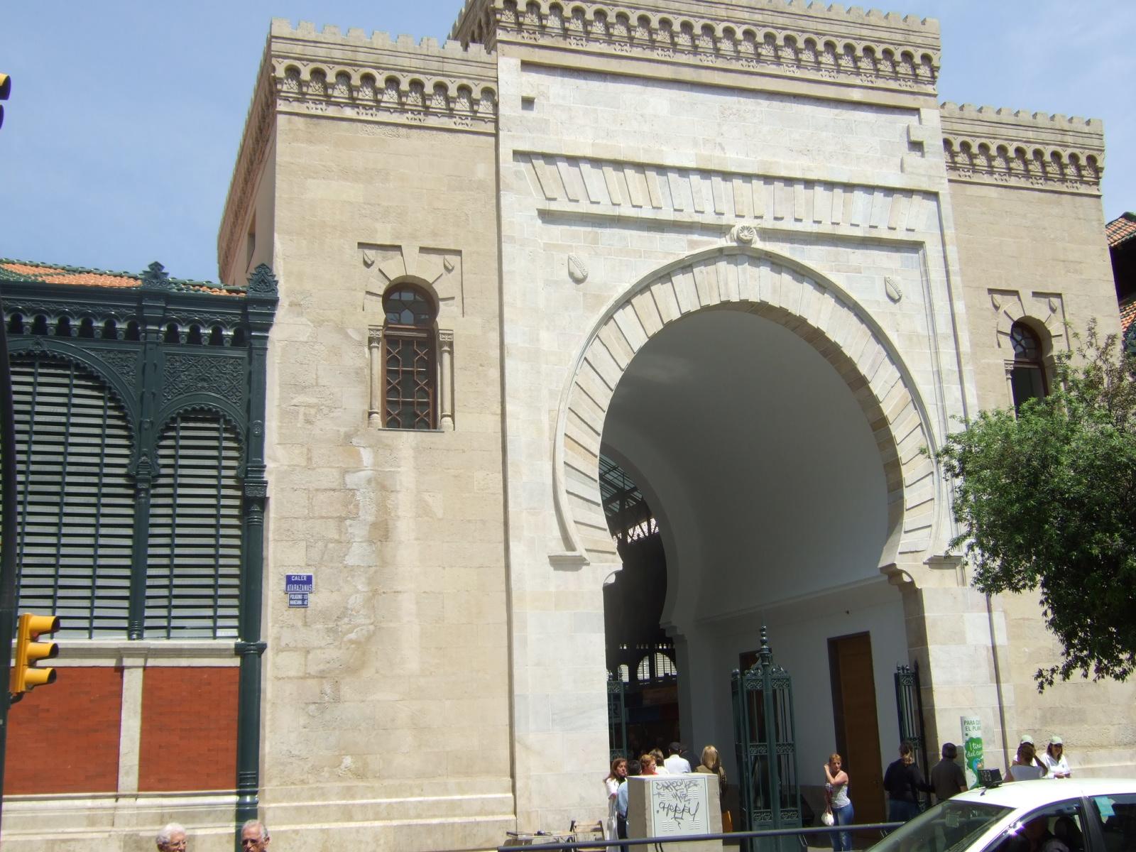 Puerta nazarí del Mercado Atarazanas