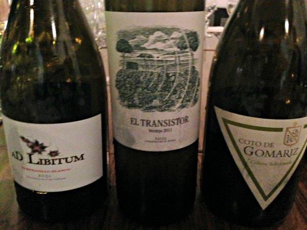 Despedida-grupo-cata-En-Torno-Vino-3-vinos-blancos-mas