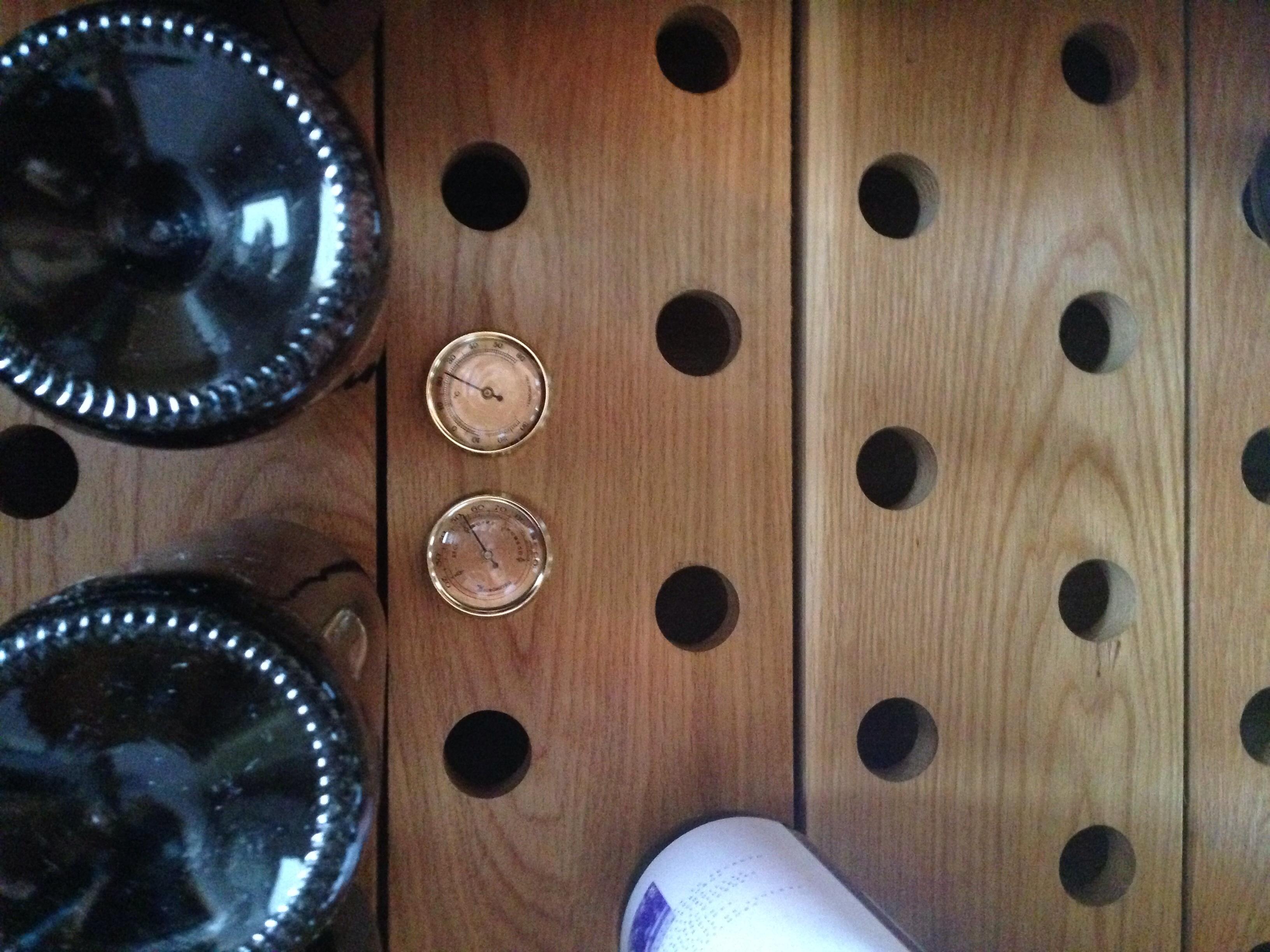Vinoteca madera de roble - Vinotecas en bilbao ...